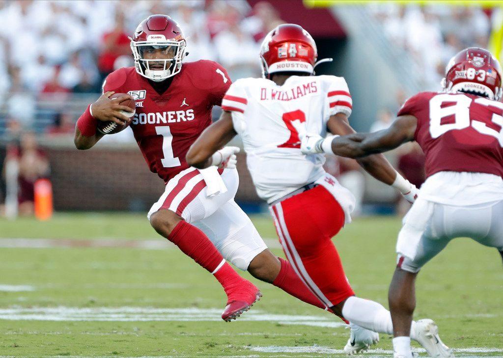 Jalen Hurts running spread offense at Oklahoma